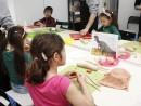 Grup 8 10 ani modelaj ceramica Dinozaur Chloe Ema 130x98 Atelier modelaj