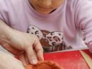 Grup 8 10 ani modelaj ceramica Suport oua Chloe 130x98 Atelier modelaj