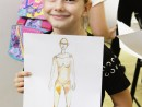 Design Vestimentar Studiul corpului uman in creioane cerate Timeea 130x98 Atelier design vestimentar, Copii 8 18 ani