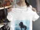 Atelier Decorativ Tricou pictat Personaj Fantastic Anca 130x98 Atelier Arte Decorative