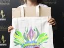 Scoala de Vara Atelier Arte Decorative Culori textile tema carnaval Sacosa Pictata Sofia 1 130x98 Scoala de Vara, 2018 – Galerie Foto